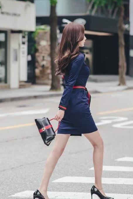 夏天街拍美女图片 满街长腿美妞笑容甜