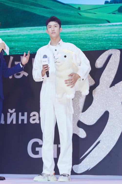 黄景瑜出任朵拉小羊全球品牌代言人